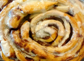 cinnamon roll. cakespy